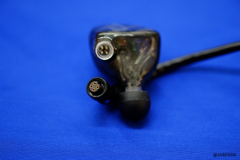 A close look of the brand new 4-pin connector used on the Roxanne
